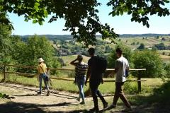 Turyści-na-ścieżce-w-Roztoczańskim-Parku-Narodowym.-Fot.-S.-Turski-archiwum-UMWL
